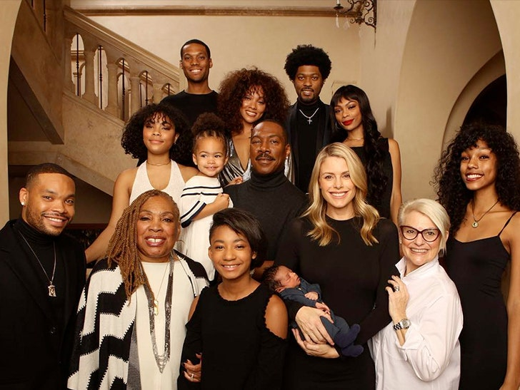 Christmas Family Pictures.Eddie Murphy Takes Christmas Family Photo With His 10 Kids