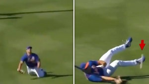 Tim Tebow Comically Bungles Last Out Of Mets Game, Tripped Over Own Laces!