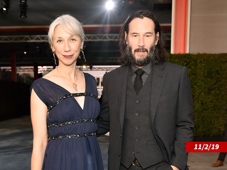 Keanu Reeves & Carrie-Anne Moss Reunite In 'The Matrix 4' Set Video