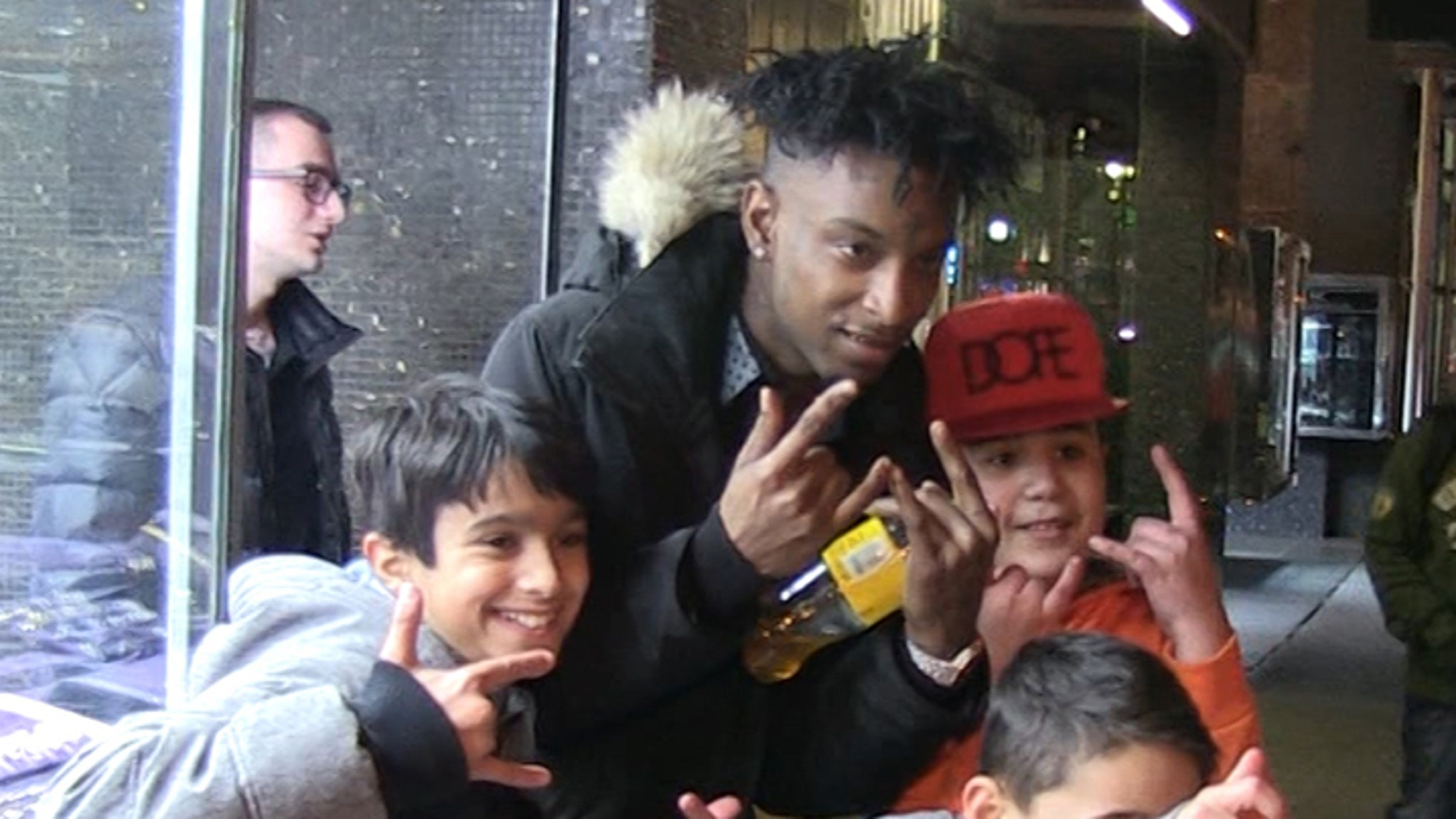 21 savage swarmed by little kids lays out first tour demands 21 savage kids tested mother approved
