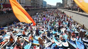 Paddleboarding Festival in Russia Draws Thousands, COVID Nightmare on Water