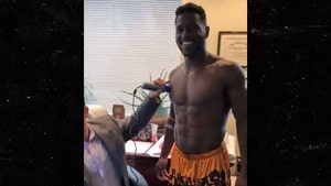 Antonio Brown Claims Doctor Bragged About Fart Incident Over Texts