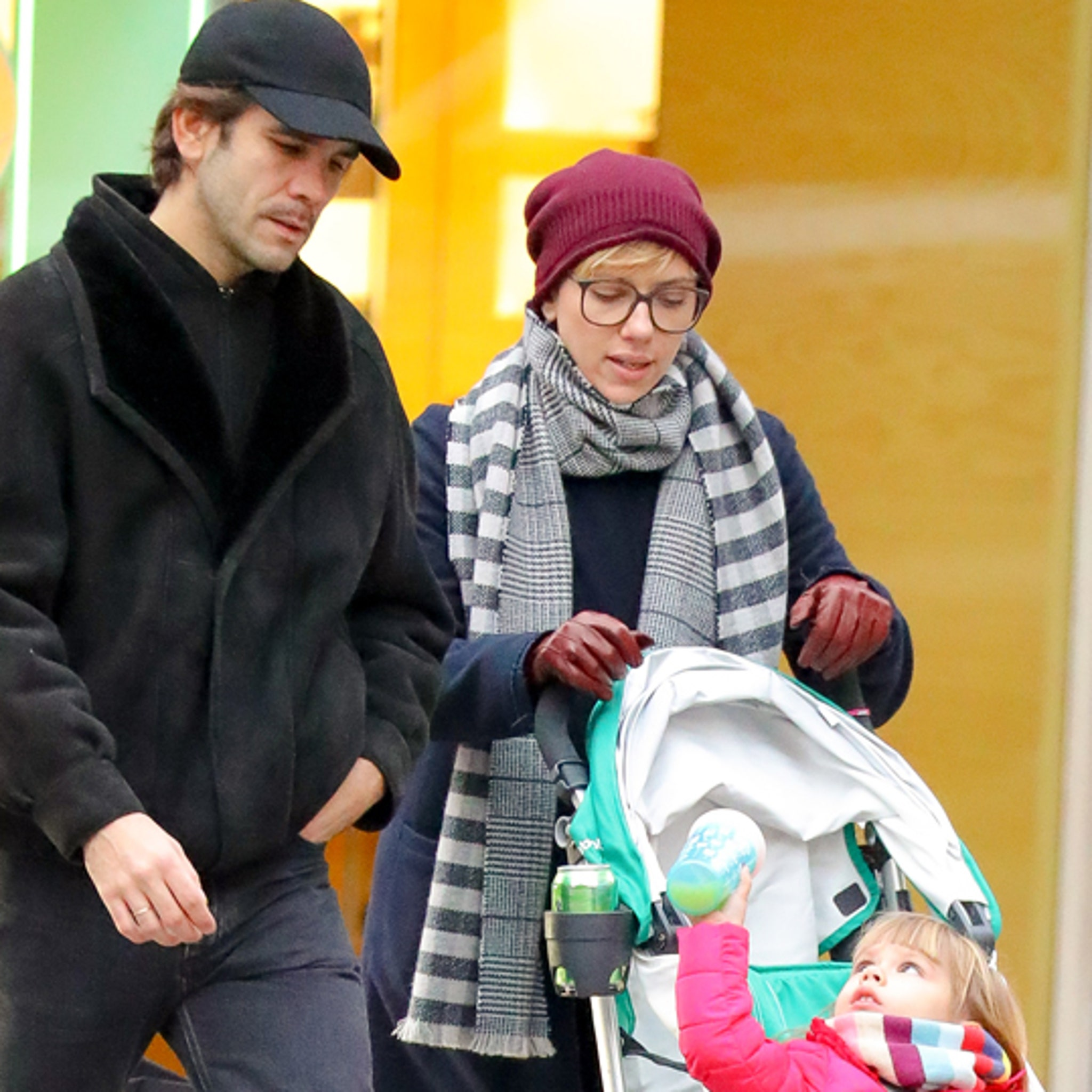 Scarlett Johansson And Ex Husband Co Parenting While Christmas Shopping