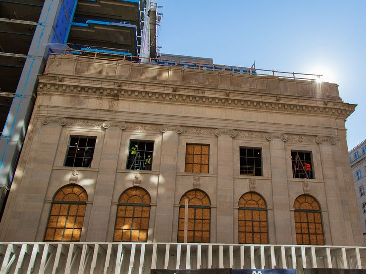 D.C. Buildings Board Up Windows Ahead of Election