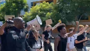Terrell Owens Leading Chants at BLM Protest In West Hollywood