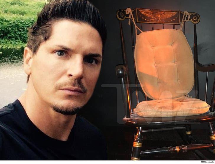 Fine Zak Bagans Closes Haunted Rocking Chair Exhibit After Ibusinesslaw Wood Chair Design Ideas Ibusinesslaworg