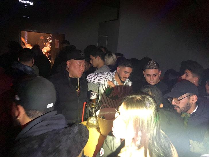 Незаконный клуб в Нью-Йорке закрыт за нарушение рекомендаций COVID