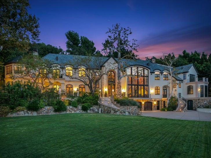 Gene Simmons vendendo mansão renovada em Beverly Hills