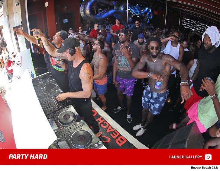 Kevin Durant and DeAndre Jordan Party Hard At Encore
