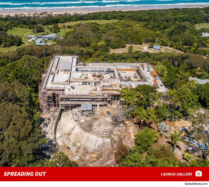Chris Hemsworth and Elsa Pataky House -- Spreading Out