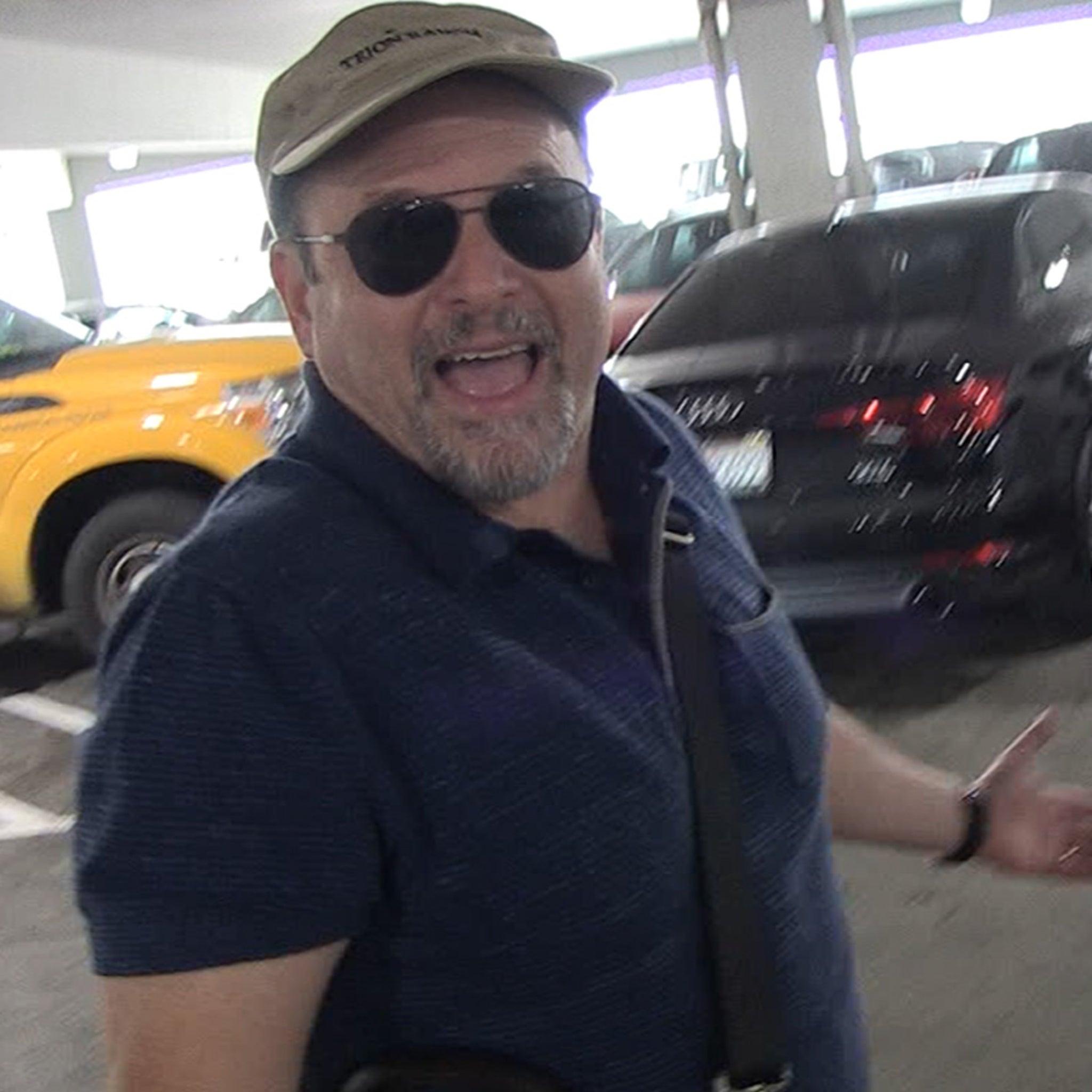 Jason Alexander Weighs In on Bidding War for 'Seinfeld' Post-Hulu