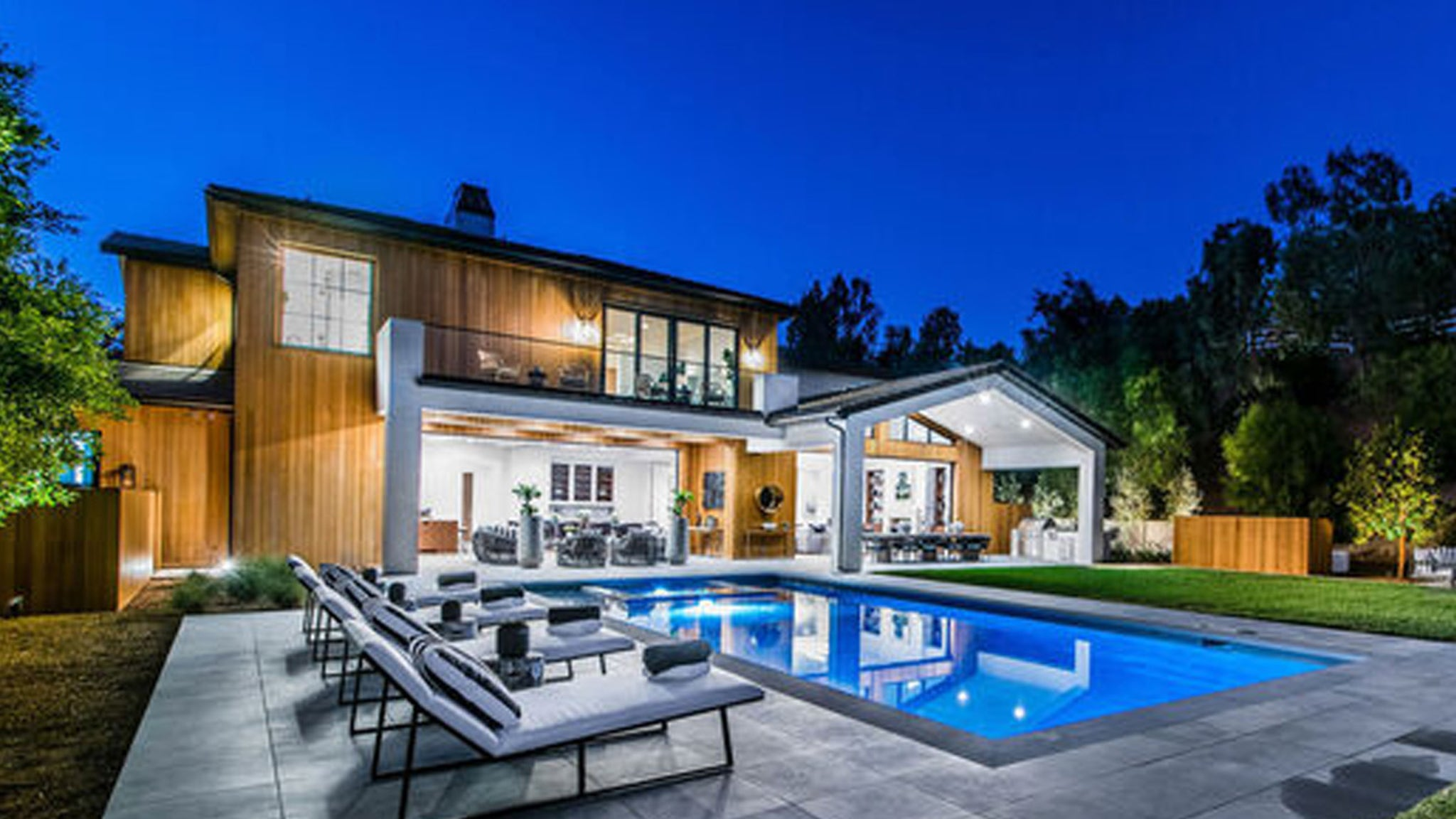 Lori Loughlin, Mossimo Giannulli Drop $9.5M for New Digs ... A Little Downsizing's in Order