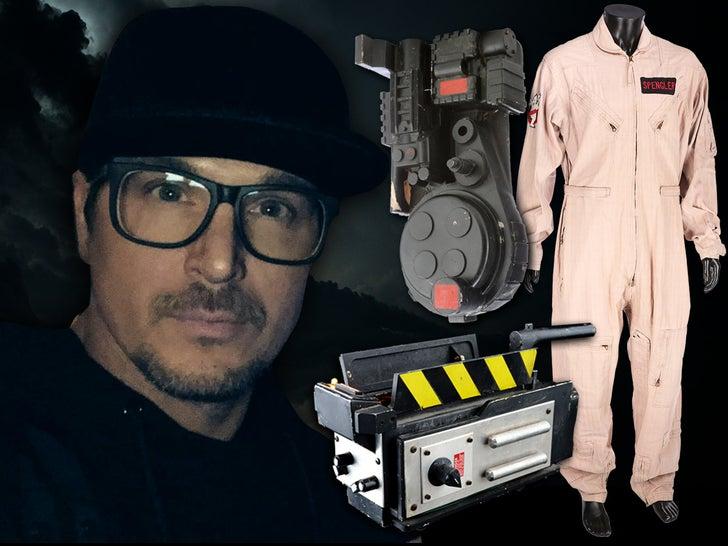 Zak Bagans Traps Epic 'Ghostbusters' Movie Props