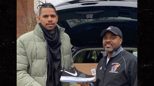 Terrelle Pryor Hooks Up H.S. Team W/ New Nike Kicks