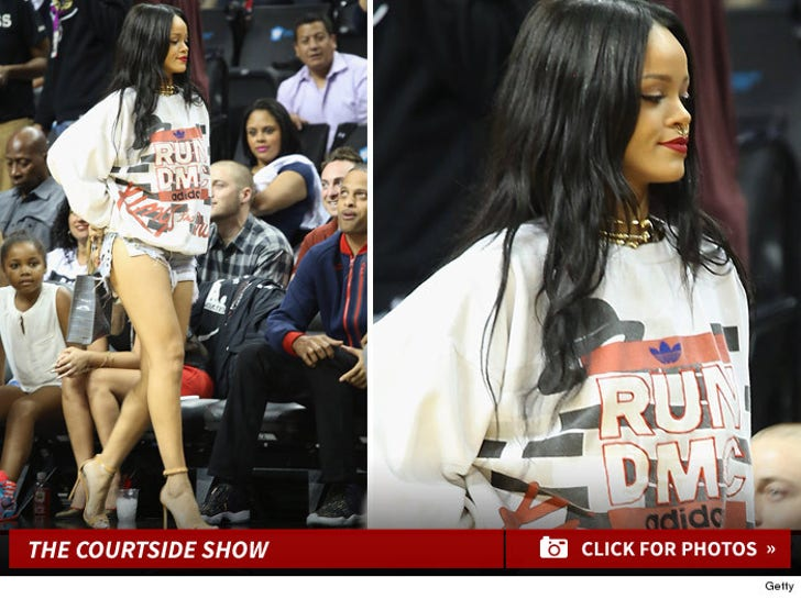 Rihanna -- LOOK AT ME ... Look at Chris Brown