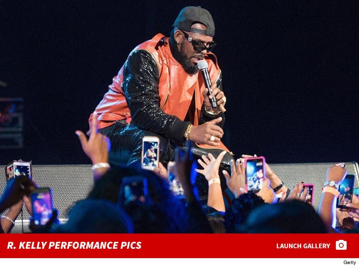 R. Kelly Performance Photos