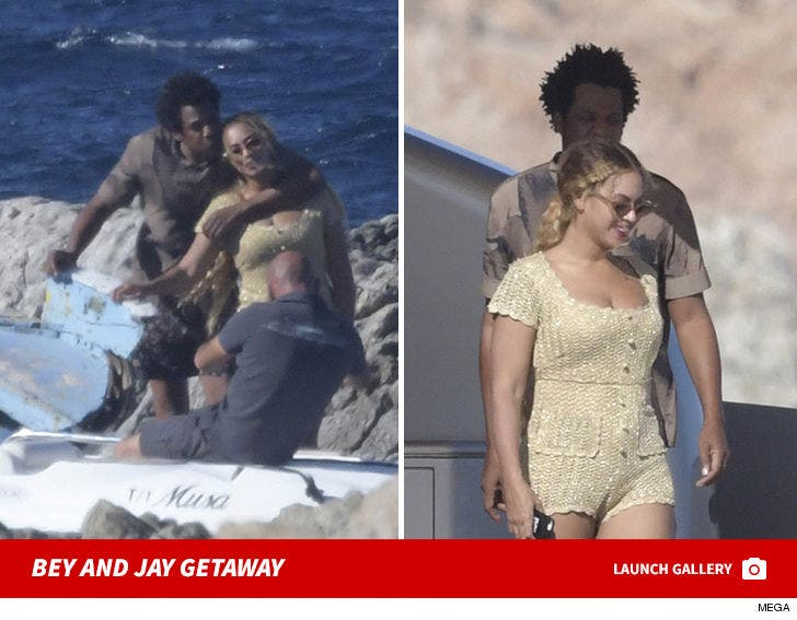 Beyonce and Jay-Z -- Boat Trip in Sardinia