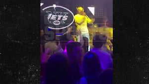 Le'Veon Bell Reps NY Jets During Nightclub Rap Performance