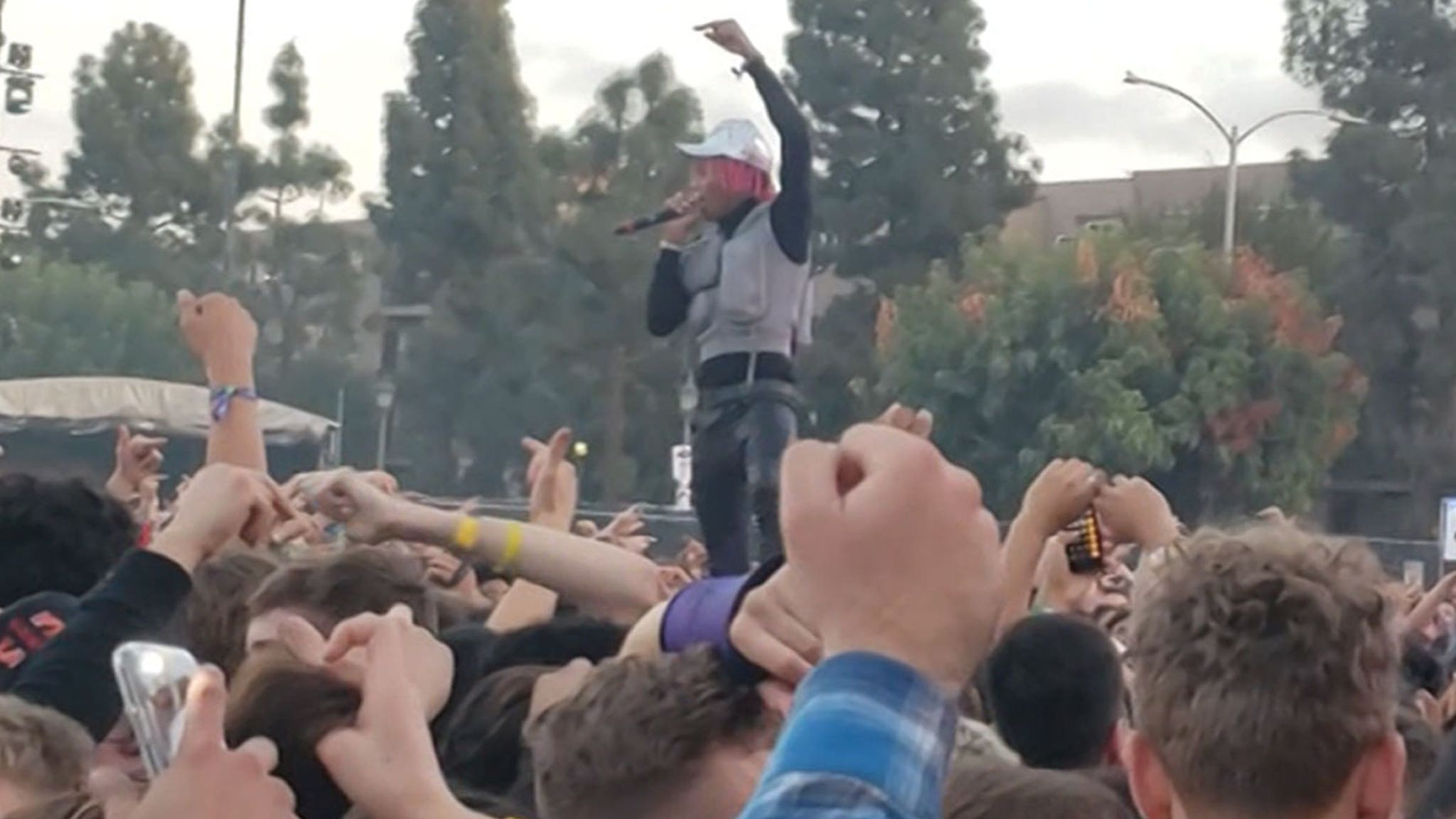 Tyla Yaweh Pays Tribute to Juice WRLD at Rolling Loud