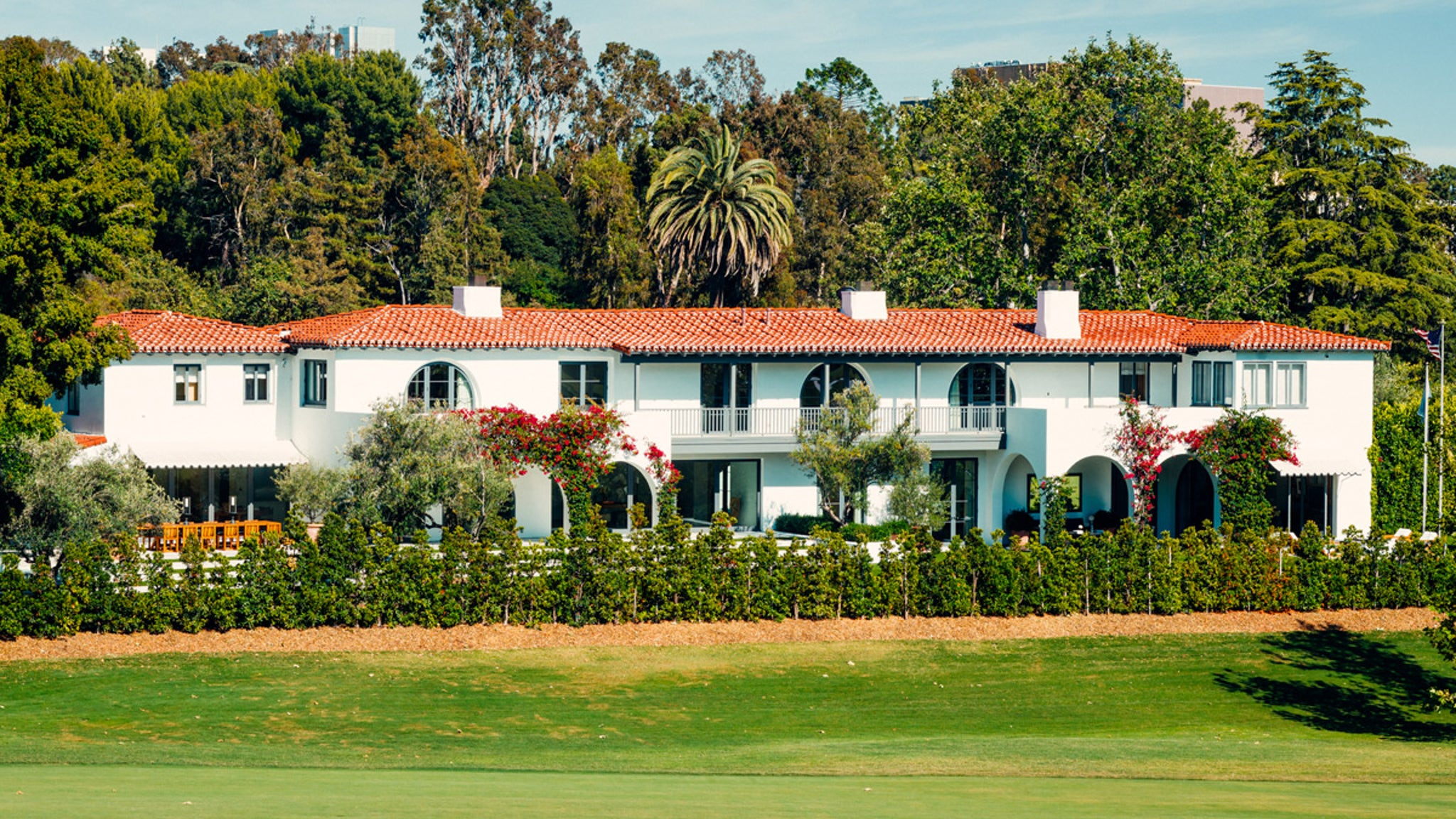 Lori Loughlin, Mossimo Giannulli Sell Bel-Air Estate for $18.75 Million ... WAY Below Listing