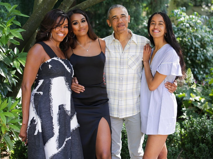 Obamas Wish Everyone a Happy Thanksgiving With Adorable ...