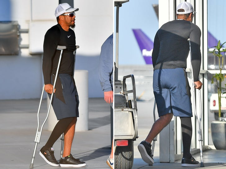 Tiger Woods Moving Pretty Well on Crutches