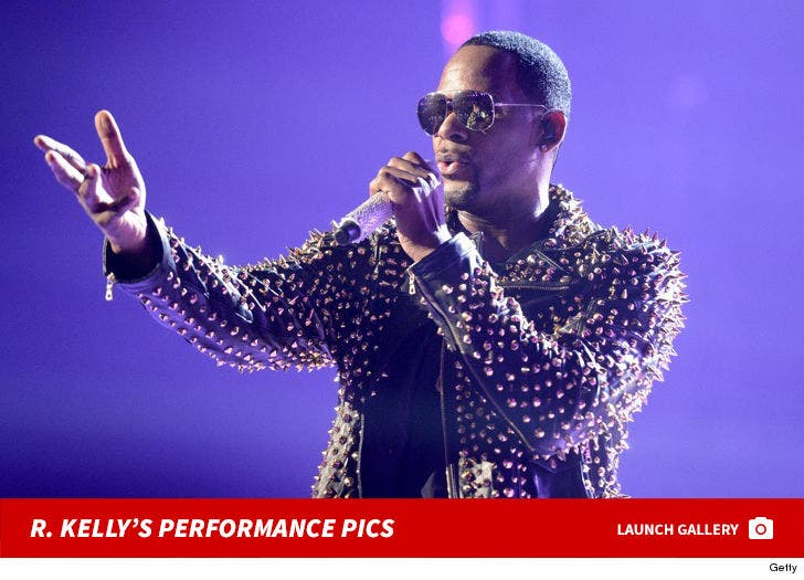 R. Kelly Performance Photos