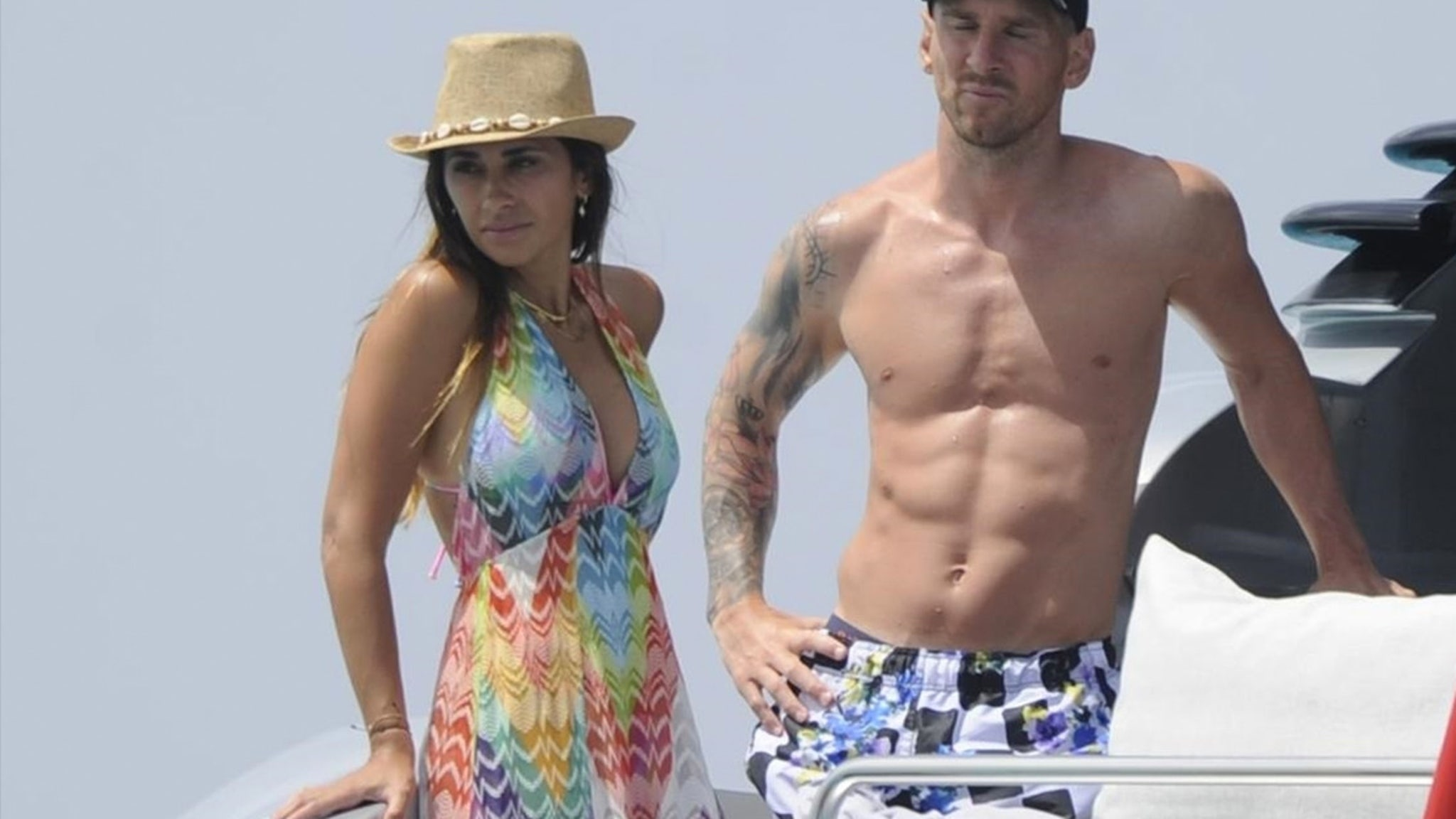 Lionel Messi Shows Off Shredded Abs On Vacay With Wife And Luis Suarez thumbnail