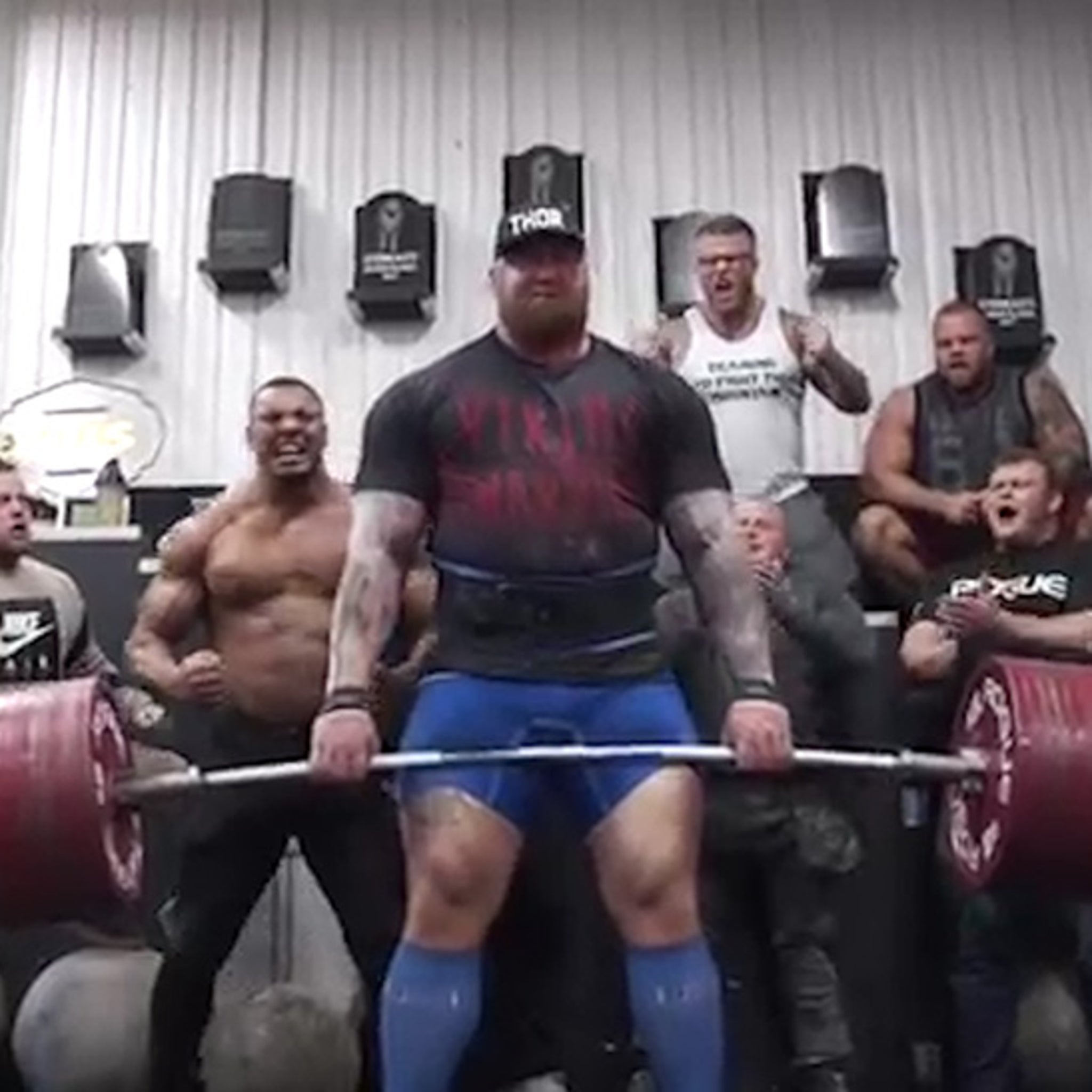 The Mountain' Deadlifts 1,042 POUNDS     Insane Feat Of Strength