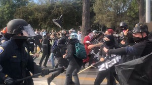 Cops Use Billy Clubs Against Pro-Trump and Anti-Fascist Demonstrators