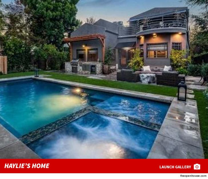 Haylie Duff -- House For Sale