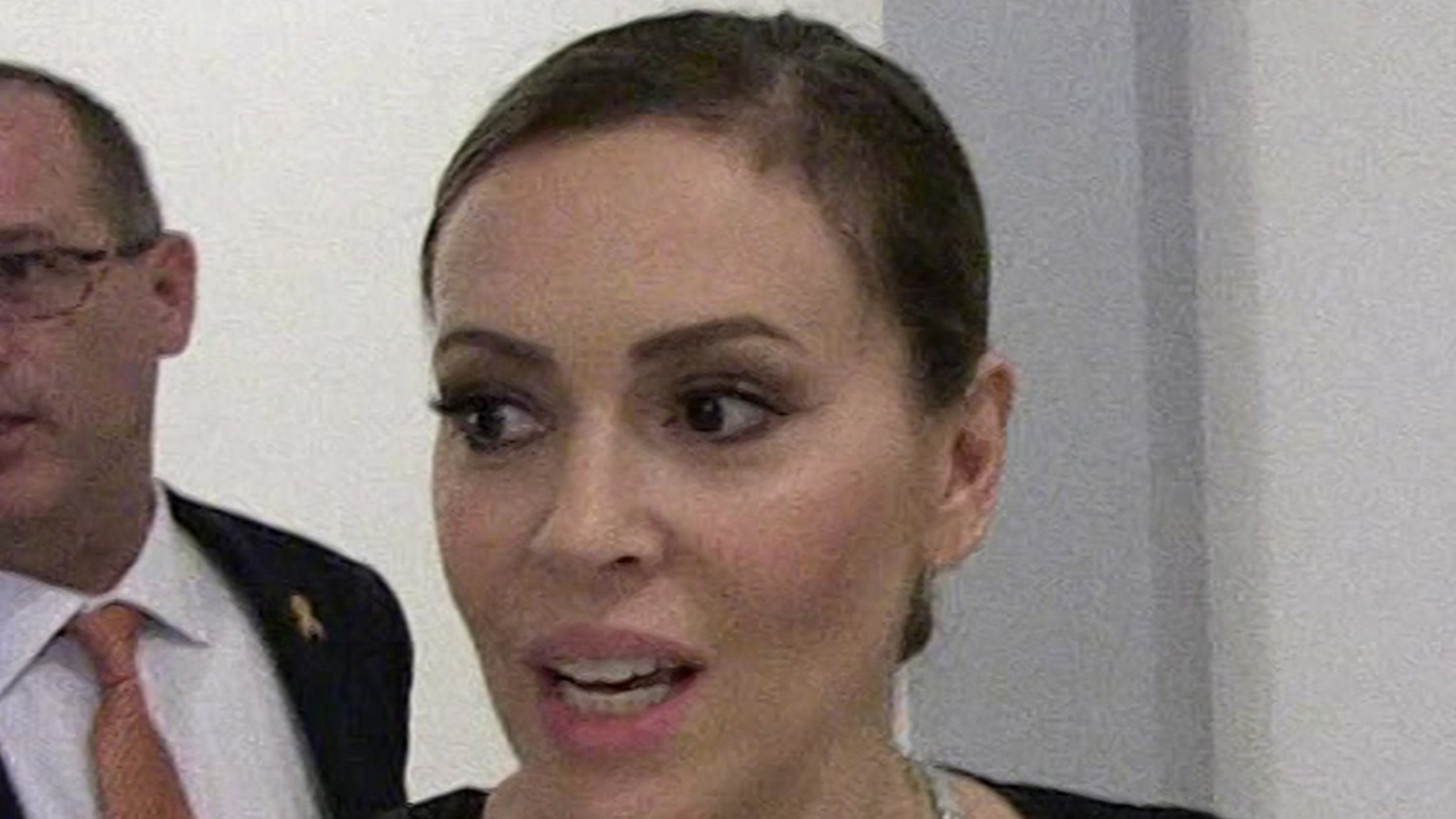 Alyssa Milano Starts CPR on Uncle After Heart Attack, Car Accident thumbnail