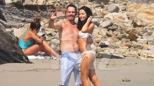 'Entourage' Star Kevin Dillon Nails Perfect Beach Selfie, Hot Woman Helps