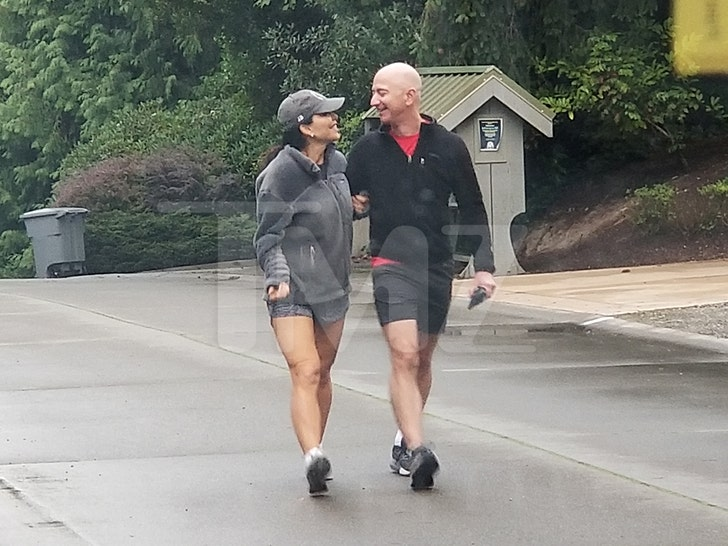 Jeff Bezos and Lauren Sanchez's Sexy Stroll