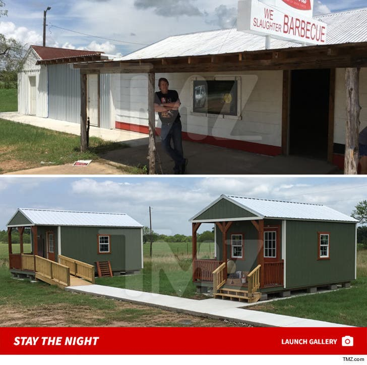 """""""Texas Chainsaw Massacre"""" Set -- Spend the Night In A Cabin"""