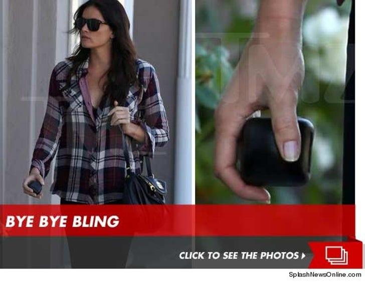 Courtney Robertson Returns Her Ring