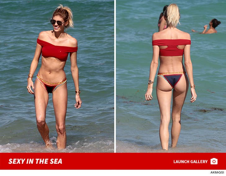 Victorias Secret Model Devon Windsor - Sexy In The Sea