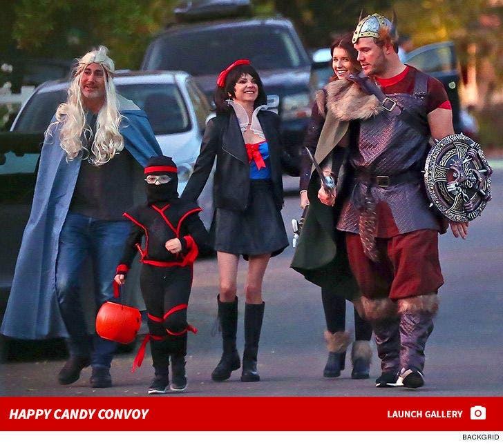Chris Pratt and Anna Faris Take Son Trick-Or-Treating