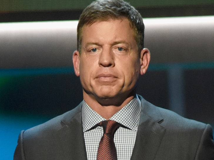 The 54-year old son of father (?) and mother(?) Troy Aikman in 2021 photo. Troy Aikman earned a 1 million dollar salary - leaving the net worth at  million in 2021
