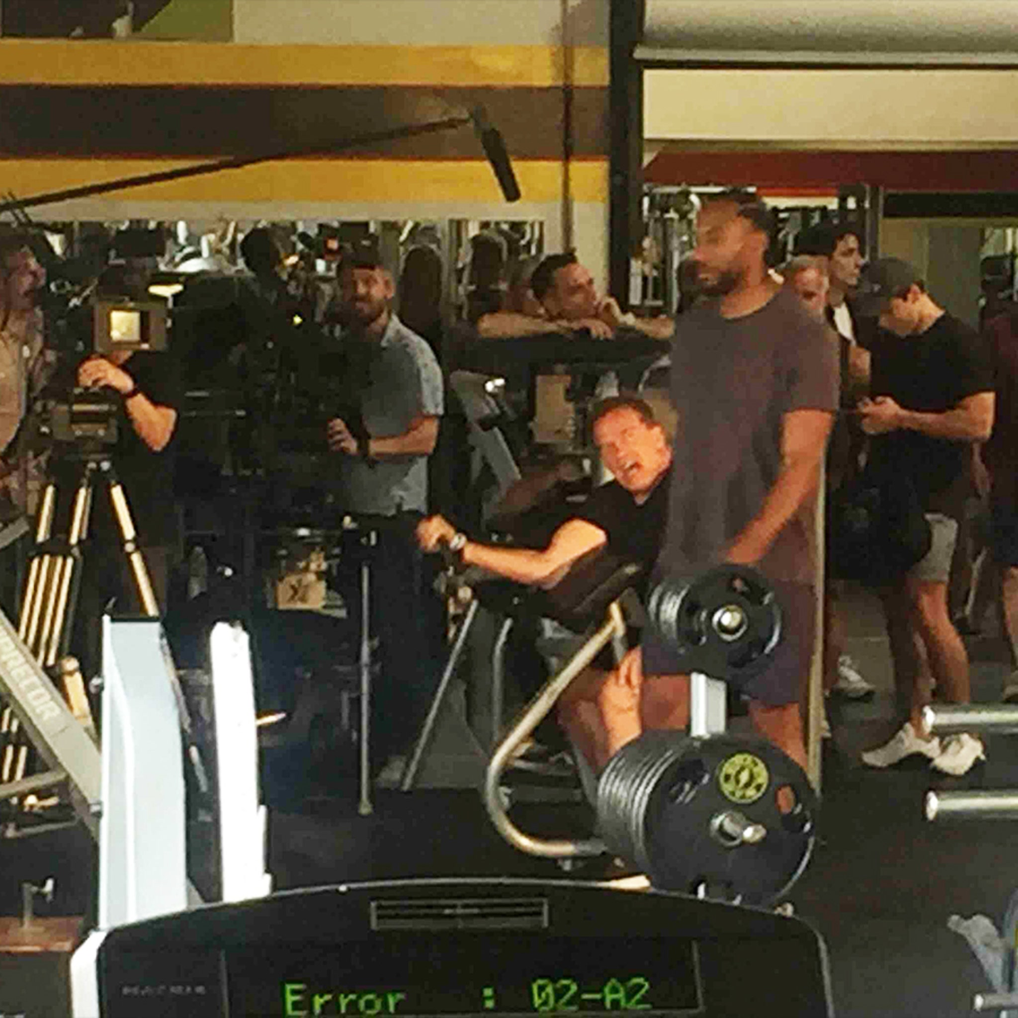 Kawhi Leonard Pumps Iron With Arnold Schwarzenegger!
