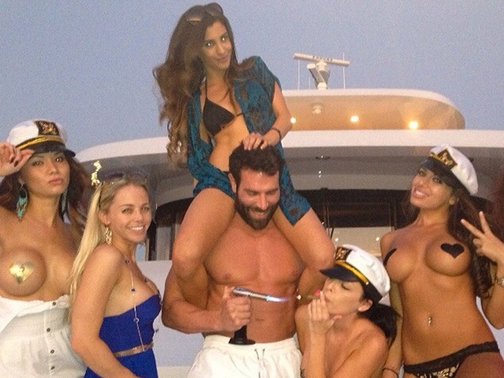 Dan Bilzerian's Instagram Photos