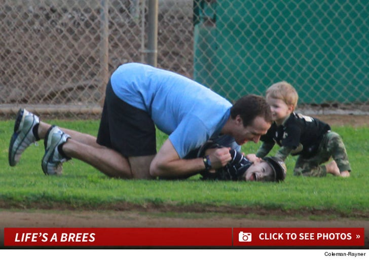 Drew Brees -- Stays Classy in San Diego ... With His Kids