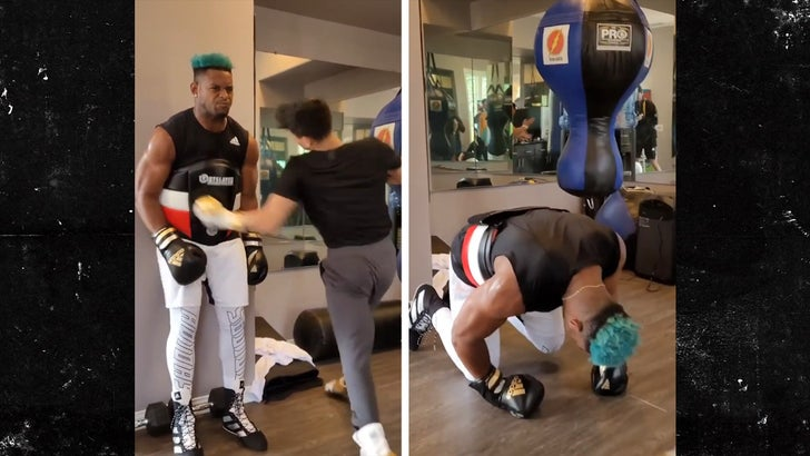 JuJu Smith-Schuster Takes Violent Ryan Garcia Punches To Ribs In Insane Video.jpg