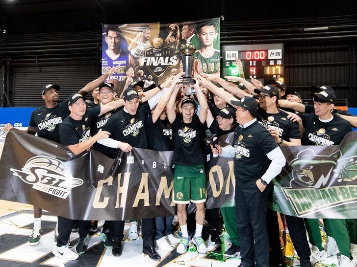 Team Taiwan Beer Celebrates SBL Finals Win Against Yulon Luxgen Dinos