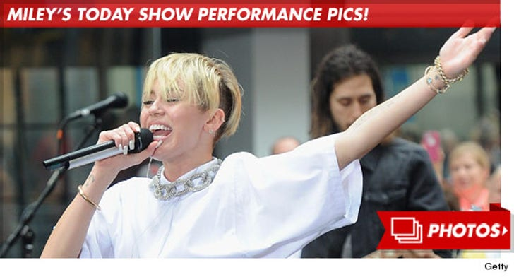 Miley Cyrus' Today Show Performance Pics!