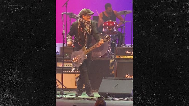 Johnny Depp Jams on Guitar During High School Charity Concert - EpicNews
