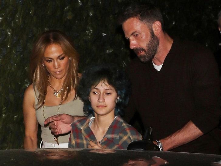 Ben Affleck & Jennifer Lopez Grab Dinner at Craig's with Her Daughter