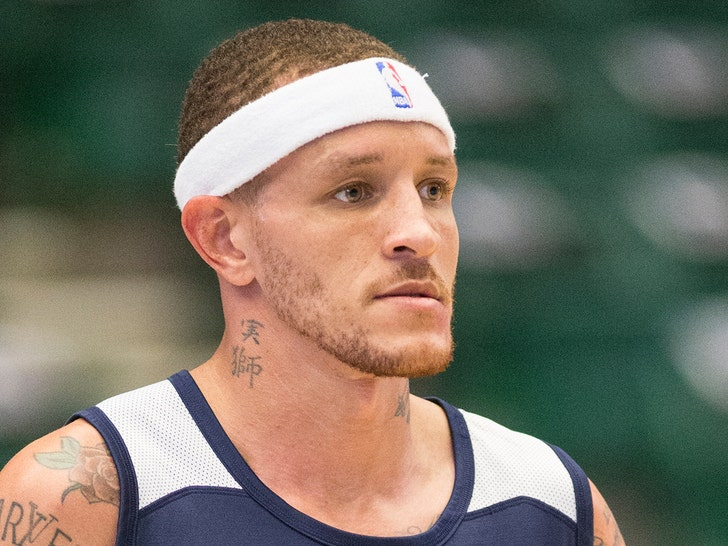Teammates, fans share support for Delonte West after alleged disturbing videos surface