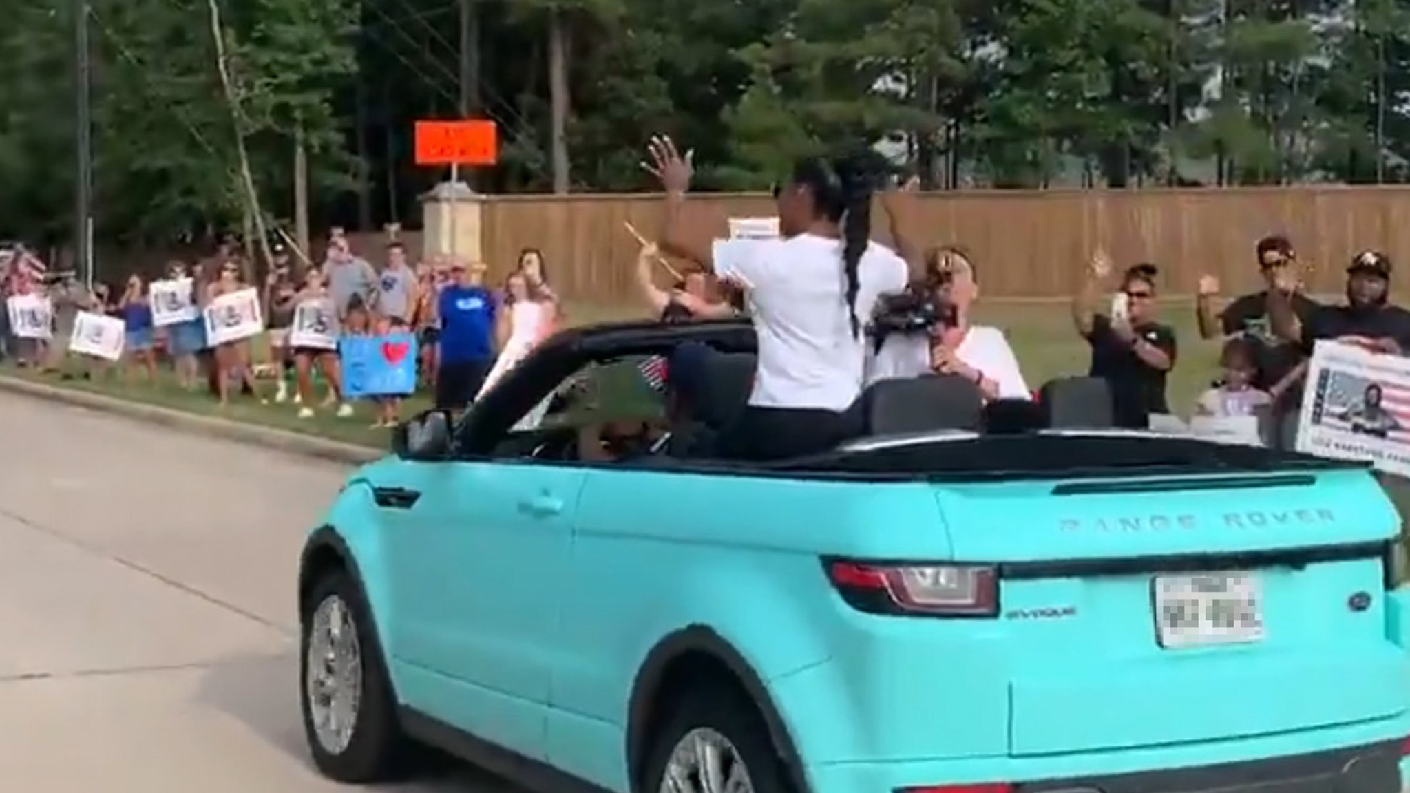 Simone Biles Welcomed Home With Parade In Texas After Olympics