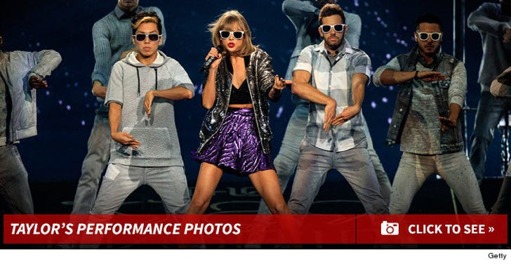 Taylor Swift's Live Performance Photos